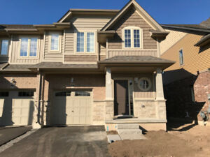 Beautiful lake view Grimsby townhouse for rent