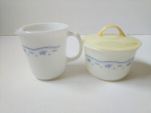 Vintage Pyrex milk creamer cup and sugar bowl with lid