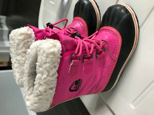Girls Sorel winter boots.  Size 3.