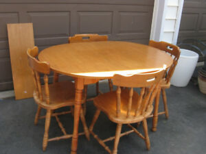 WOOD  dining set & 4 chairs & extension leaf