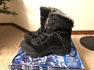 4a67f49d2634 WindRiver Womens Winter Boots (brand new)