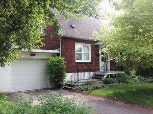 Maison à louer - Crawford Park Verdun, garage et cour LIBRE