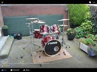 Sonar force 3003 professional series drum kit.