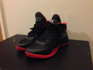 Brand new size 8 men's basketball torch shoes