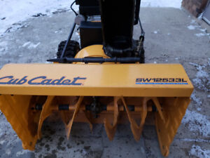 "32""Cub Cadet Commercial Snow Blower, 420 cc"