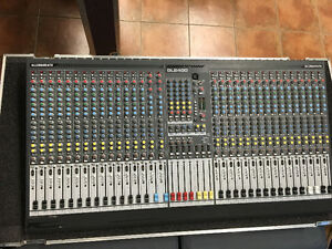 Allen & Heath GL2400-32 Channel Mixing Console w Road Case