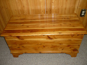 Deacon Bench ,CoffeeTable ,or Storage for games ,toys,blankets