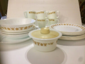 Vintage Corelle Gold Butterfly set for 6