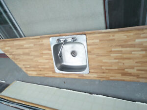 Free kitchen countertop with sink