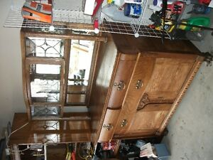 OLD OAK SIDEBOARD With LEADED GLASS Belleville Belleville Area image 2
