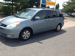 VENTE RAPIDE: TOYOTA. SIENNA ..8 PLACES....AUTOMATIC