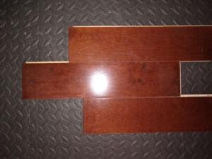 Plancher de bois franc usagé