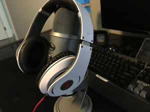 Beats by Dre Studio Headphones - White