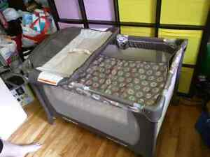 Travel play pen with changing table