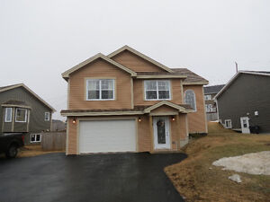 Beautiful 3 Bedroom Home in Paradise with Attached Garage!