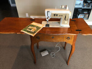 Singer Deluxe Zig-Zag Sewing Machine Model 630with accessories