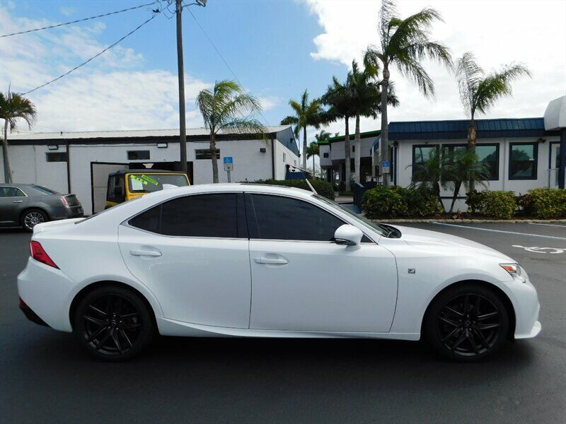 Image 2 Voiture Asiatique d'occasion Lexus IS 2015