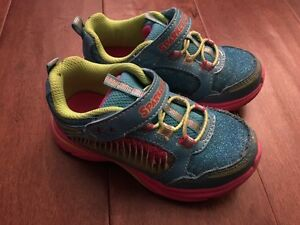Sketchers running shoes Size 8
