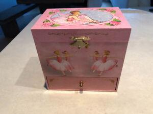Girls musical jewelry box with ballerina