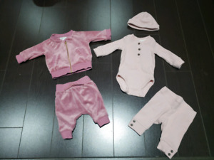 GENTLY USED BABY GIRL NEWBOR CLOTHES