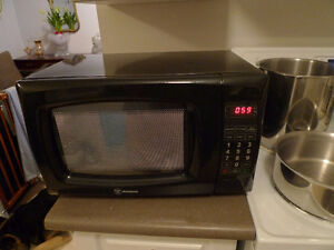 Westinghouse Microwave Oven 0.6 CU. FT. 700W