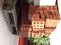 Briques rouges à donner