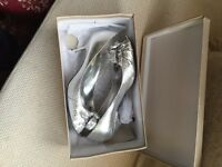 Ladies Silver Heels JK Size 6