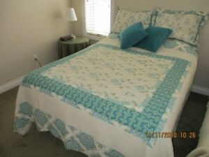 DOUBLE SIZE BEDSPREAD WITH MATCHING SHAMS