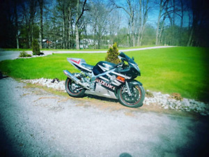 Gsxr 600.. low km slightly modified. Stands included
