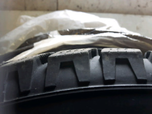 Almost brand new Hankook I Pike 4 Winter tires on rims 195/70/14