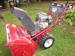 """Snow Blower White (850.00$ FIRM) LIKE NEW 342cc 30"""""""