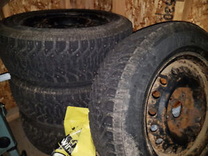 225/65/R16 Goodyear snow tires on rims