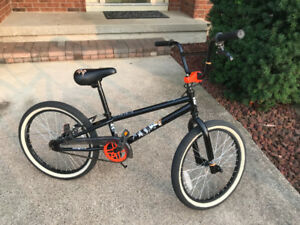 BMX BIKE - MONGOOSE LEGION