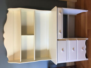White desk with removable bookshelf