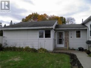 4 bd home in great location, fireplace, hardwood floors