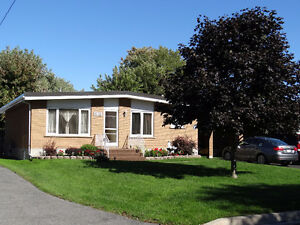 Cornwall Brick Bungalow 3 + 1 bedroom 2 Bathroom 816 Carleton Av