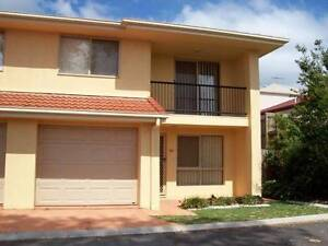 Room for Rent with 2 Girls - 5 mins from Carindale Shops Carina Brisbane South East Preview