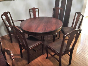 1890 QUEEN ANNE ROUND OVAL TABLE 3 LEAVES 6 CHAIRS BRITTANIA