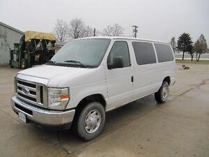2010 Ford E-350 XLT Minivan, Van