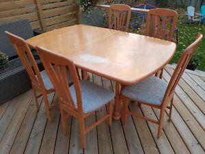 Modern Maple Dining Table and 5 Chairs Kingston Kingston Area image 1