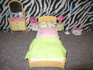BARBIE DOLL FURNITURE/ACCESSORIES