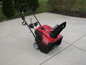 2017 Honda HS720 Snowblower - be ready for winter - Awesome price !!