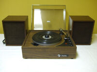Daylin Record Player with Built In Speakers and Extra Speakers
