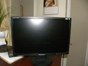 SAMSUNG 19 INCH MONITOR FOR SALE