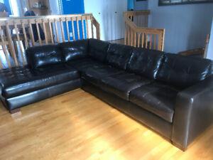 Trè beau sofa sectionnel propre confo90$ possibilité de livrais