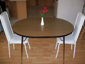 TABLE ( WITH REMOVEABLE  SECTION ) AND CHAIRS