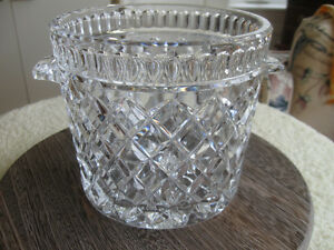 ABSOLUTELY GORGEOUS CLEAR CUT CRYSTAL ICE BUCKET