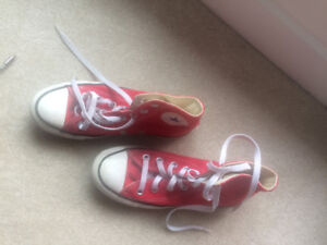 Converse shoes - Red size 4