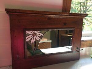 Miroir fait de façon artisanale avec vitrail
