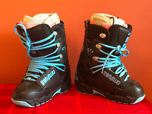 Selling WOMENS/GIRLS snowboards and boots
